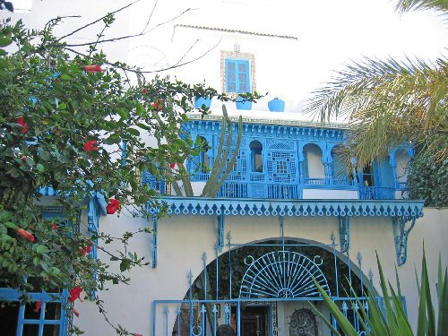 -many-private-houses-are-painted-in-white-and-trimmed-in-blue-to-represent-the-mediterranean-sea-hammamet-tunisia